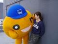 【悲報】テレビ局のマスコットが女性を襲う(画像あり)