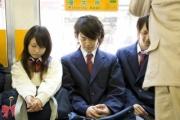 ケータイがなかった時代って電車1人で乗ってる時何してたっけ?