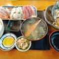 【朗報】ワイ出張民、現地休暇の昼飯に地元の食堂へ