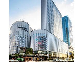 瀬戸かずやさん、朝月希和ちゃんがホテルのオープニングセレモニーに参加。
