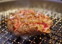 焼肉で最初に食べる肉を思い浮かべてください