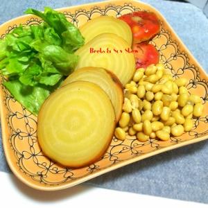 ちょっと変わったお野菜で!ビーツと大豆のコンソメ煮込み