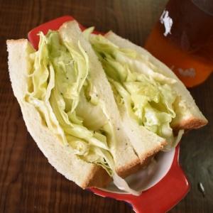 溢れる満足感♪たっぷりレタスのサンドイッチ