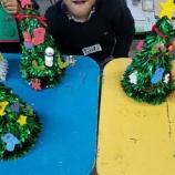 『おやこアートタイム12/16 クリスマスツリー作り』の画像