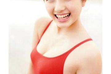 大和田南那の乳首が透けてるように見える競泳水着姿