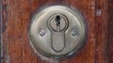 家の鍵穴にガム入れられたったwww
