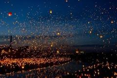 【画像】 ポーランドで行われたランタン祭りが完全にファンタジーな件