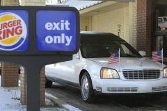 【米国】霊きゅう車がドライブスルーへ「最期までお得意さまだった」