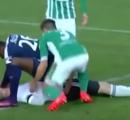 サッカーのプレイ中に接触し、失神 ← とっさの応急処置で命救った選手に称賛の声