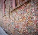 【画像】壁一面ガムだらけ、シアトルの観光名所