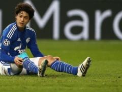 シャルケ内田篤人、右膝の手術をしていた!