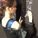 『【乃木坂46】後ろから見るとめっちゃセクシーな衣装だなwww 恒例!『CDTV』サインムービーが公開!!!!!!』の画像