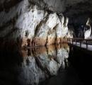 洞窟が別の洞窟とつながってるのを発見