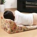 S字カーブが体にフィット、ベッドの上で使っても快適…