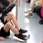 【動画】中国製パチモンスニーカーを履いての「駆け込み乗車」は注意しましょう~!w