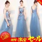 『風通しのよいシフォン生地のブルーのドレスがオススメ』の画像