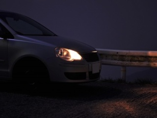 【疑問】なぜ四輪車はヘッドライトの常時点灯を義務化しないのか??