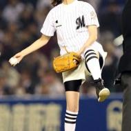 佐々木希ちゃんの始球式の様子がこちらwwwww[画像あり] アイドルファンマスター