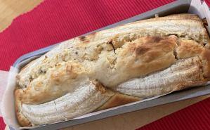 クルミを入れた米粉バナナケーキ