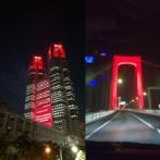 【画像】 東京アラート発動 都庁、レインボーブリッジが赤く染まる