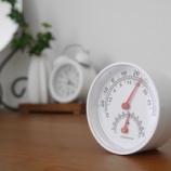『セリアの温湿度計で健康管理! シンプルで部屋のインテリアにもピッタリ!!』の画像