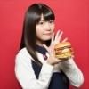 『竹達彩奈さんが「ビッグマックベーコン」を試食する動画が話題に』の画像