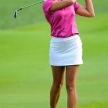 『色で楽しむ最新のゴルフファッション!オシャレに着こなす女子コーデ☆ 1/2』の画像