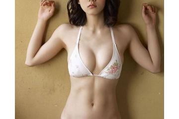 吉岡里帆っておっぱい大きくて可愛いのになんで女性に嫌われるの?