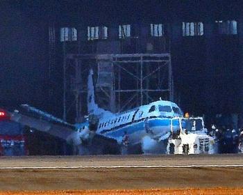 鹿児島空港で海上保安庁の飛行機を整備していた整備士、左翼の下敷きになり意識不明に
