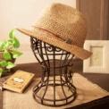 洋品店や帽子屋さんの店頭のディスプレイ風に収納を。