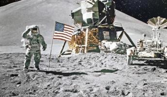 アポロ計画って本当に月に行ったの?有人月面着陸にとんでもない金額が必要になる模様