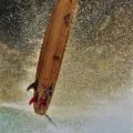 サーフィンボウド宙に舞う