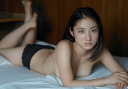 巨乳アイドル紗綾の巨乳セミヌードがエロ過ぎる!乳首見えそう!乳首見たい