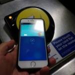 「Apple vs Suica」はSuicaの圧勝? Apple Payが遅すぎて乗降客の多い日本の自動改札では使い物にならないと話題に