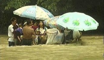 20年前の玄倉川DQNの川流れと同じ日、同じ人数18人が川に取り残される