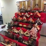 『戸田市多世代交流館さくらパラ(新曽南庁舎)二階フロアに豪華な雛人形が飾られています!同じフロアには昭和の時代の駄菓子屋の雰囲気を再現したさくら商店も営業中です。』の画像