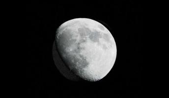 彡(゚)(゚)「・・・・・・月?」 (´・ω・`)「うん、『月』のこと教えてよ」