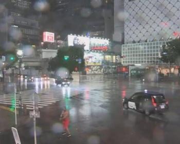 台風19号のライブカメラにヤバいやつが映り込む(画像あり)