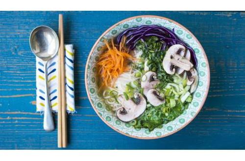 【悲報】イギリスBBCが「日本を代表する和食」として紹介している味噌ラーメンがヒドすぎるwwwwwwwwwwwwwwwwwwwwwのサムネイル画像