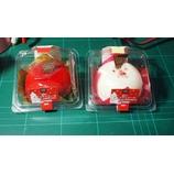 『【ローソン】赤いクリスマスケーキ(ベリームース&ガナッシュ)と白いクリスマスケーキ(ホワイトチョコムース&プラリネクリーム)を買って食った。』の画像