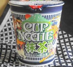 カップヌードル「抹茶仕立ての鶏白湯」☆抹茶が香るクリーミーなスープ