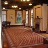 『ベーリック・ホールのリビングの写真です。』の画像