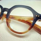 『フレームの色使いも、メガネを楽しむポイントです。』の画像