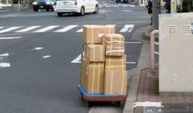 【日本のモラル】     日本人は 正直者か? 路上に置きっぱなしの荷物を 撮影してみた。   海外の反応