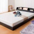 ロースタイルベッドで空間広々。おやすみ前の快適リラ…