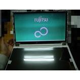 『なぜこんな色に!? FUJITSU ノートPC修理』の画像