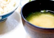 マスコミ「日本人の米離れ!味噌汁離れ!肉離れ!フルーツ離れ!」