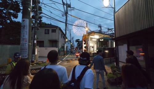 海外「日本は花火も人も素晴らしい」鎌倉花火大会の周辺を散歩撮影した2019年の動画に海外感動