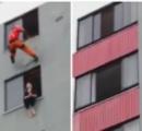 ビルの53階から転落した作業員、車に激突して即死