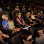 映画館で煩いガキに注意したらモンペに絡まれた…